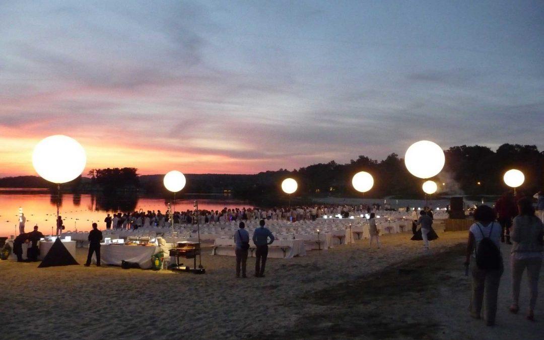 Décorer et communiquer au moyen d'un ballon lumineux