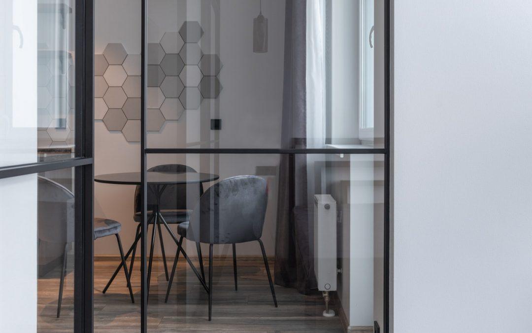 9 séparations en verre qui aident à faire plus de place